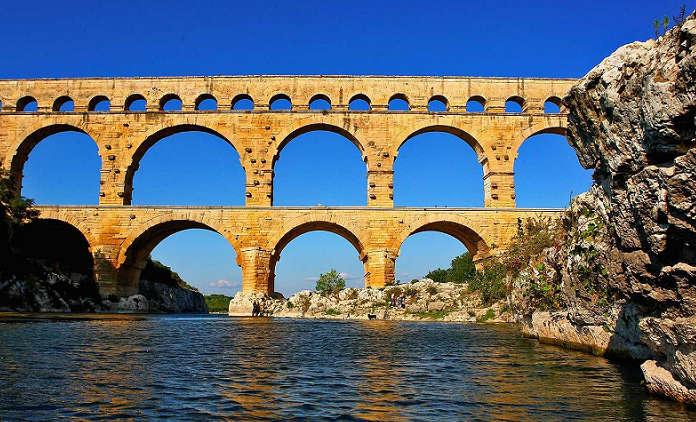 pont du gard et riviere gardon